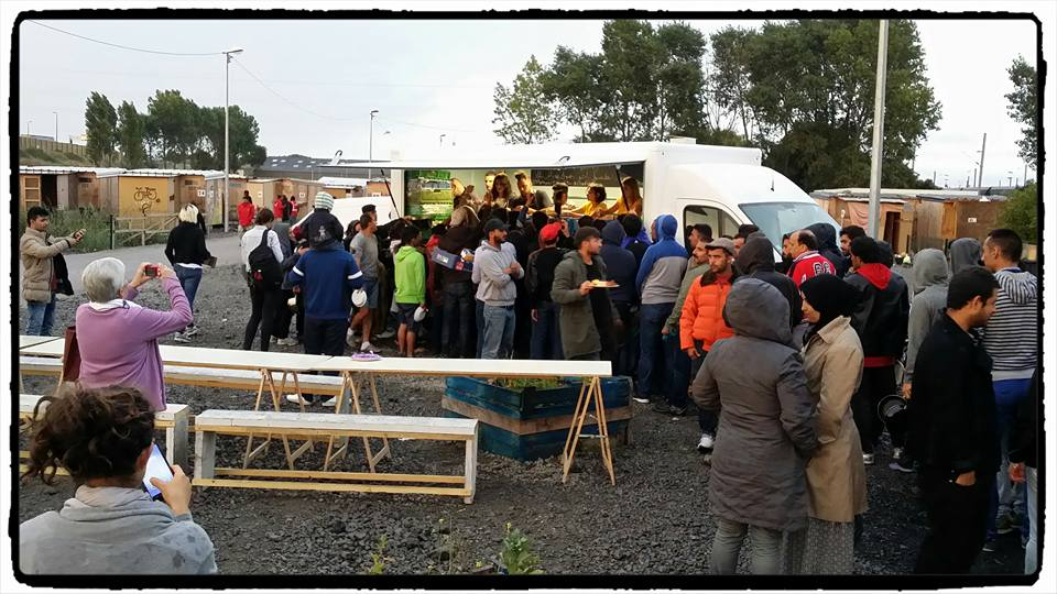 Le food truck sur le camp de Grande-Synthe (photo Facebook le RECHO)